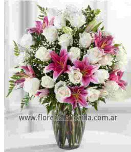 Arreglo Florales 24 Rosas Blancas Con Lilium Rosados Y Florero Blanco