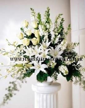 Arreglo Floral Premium Blanco Con Rosas Lilium En Base De Ceramica